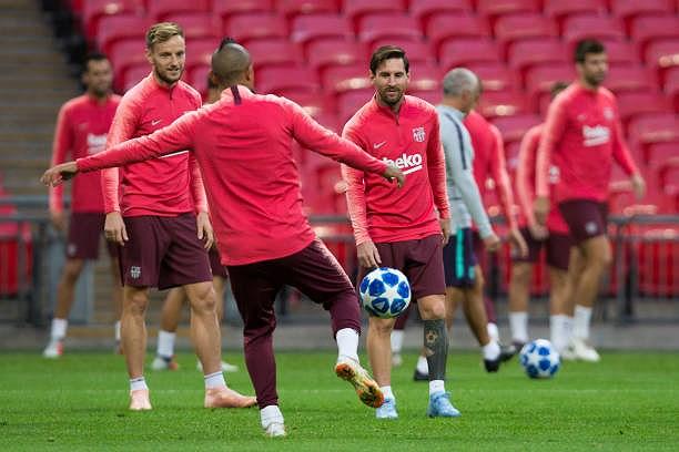 Messi-Suarez 'cặp kè' trên sân tập, sẵn sàng phá lưới Tottenham Ảnh 9