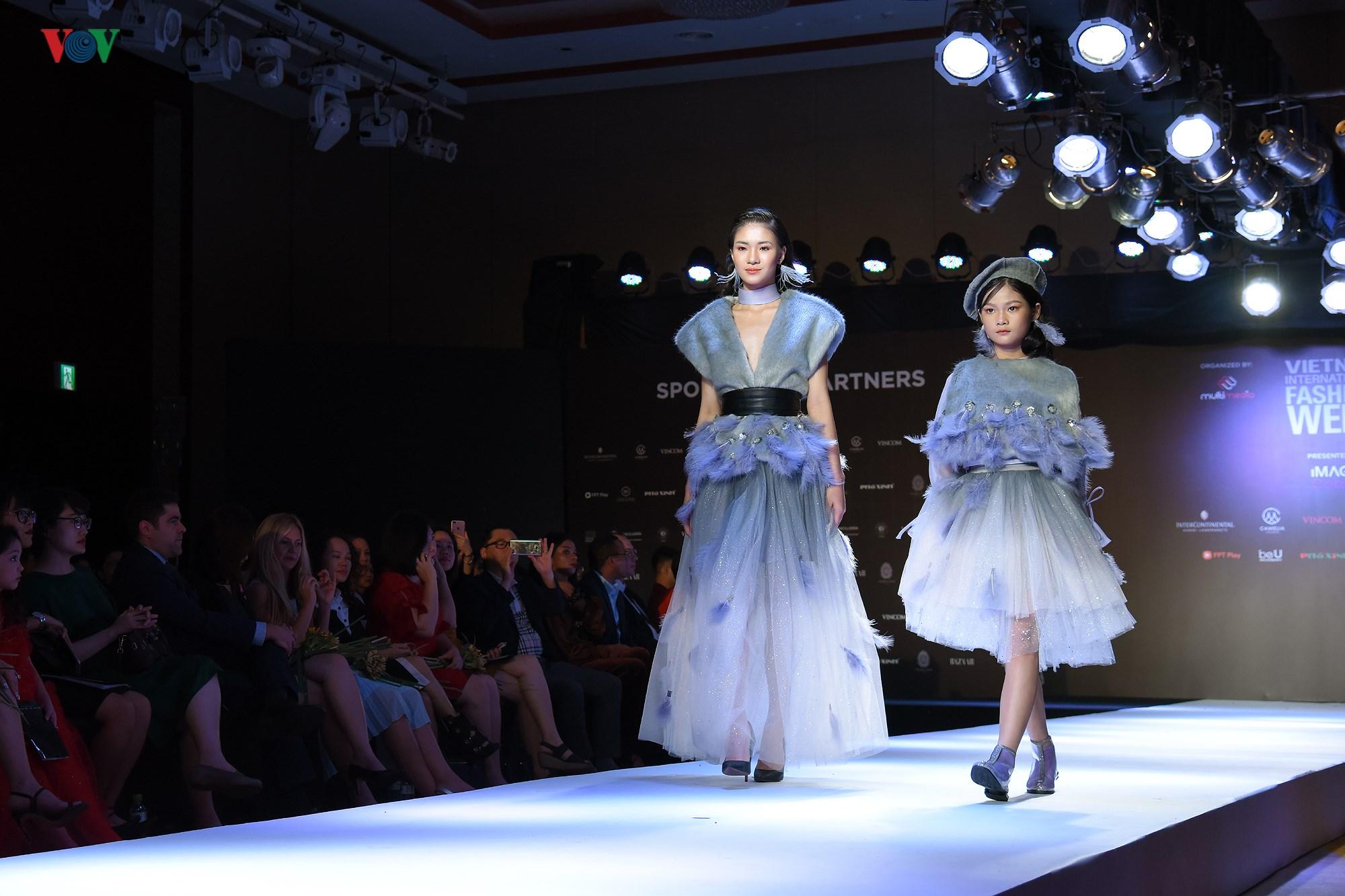 Tuần lễ Thời trang quốc tế Việt Nam Thu Đông 2018 quy tụ nhiều NTK trẻ Ảnh 8