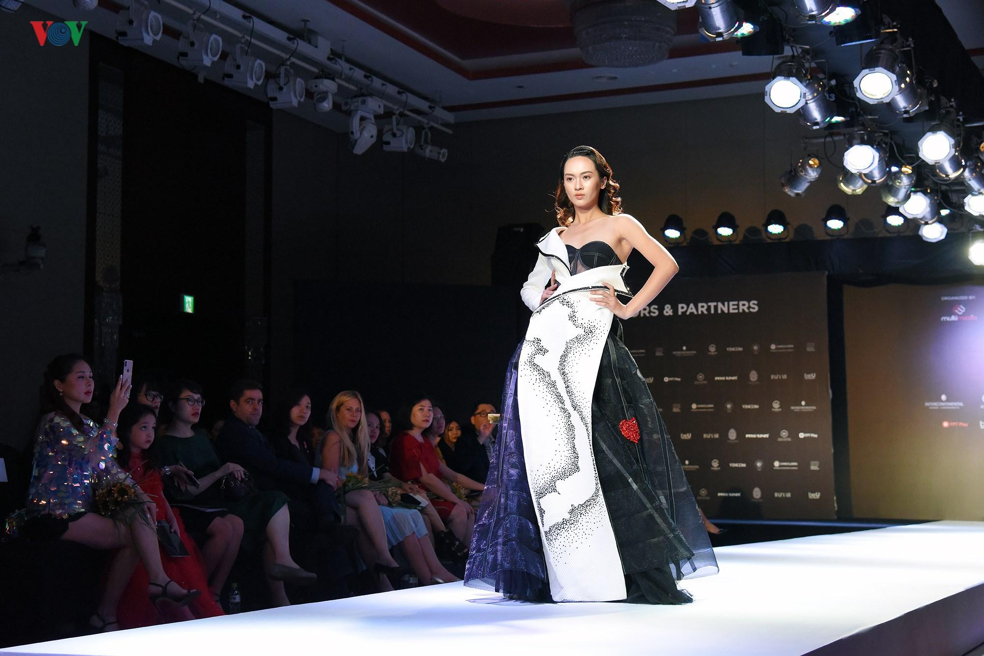Tuần lễ Thời trang quốc tế Việt Nam Thu Đông 2018 quy tụ nhiều NTK trẻ Ảnh 2