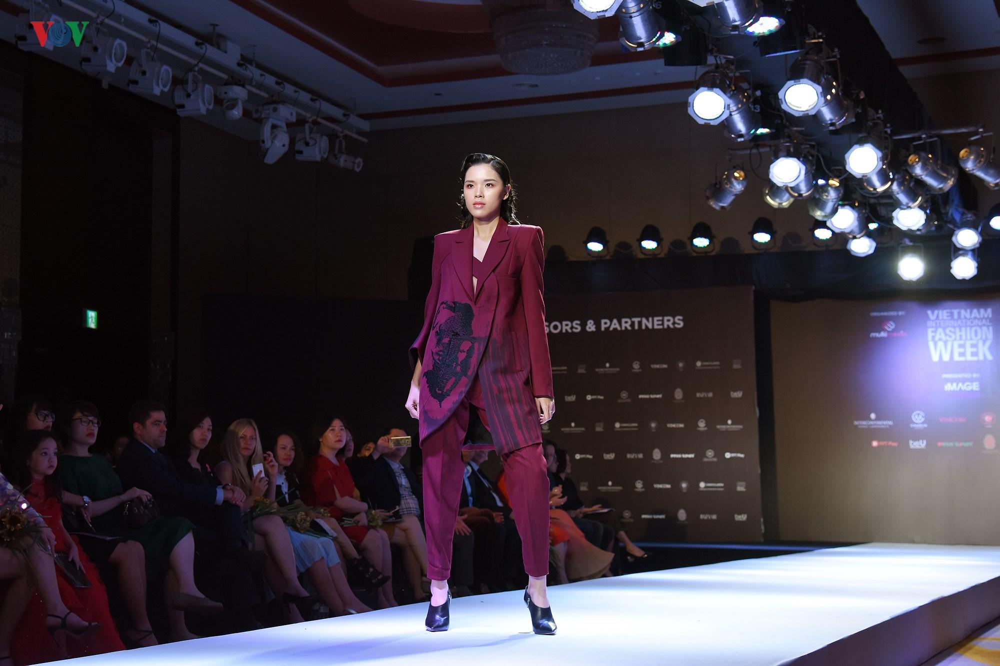 Tuần lễ Thời trang quốc tế Việt Nam Thu Đông 2018 quy tụ nhiều NTK trẻ Ảnh 15
