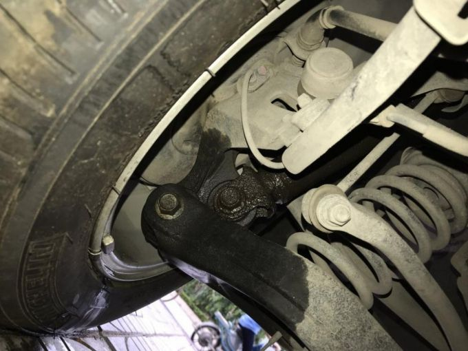 Những dấu hiệu cho thấy hư hỏng giảm xóc ô tô Ảnh 3
