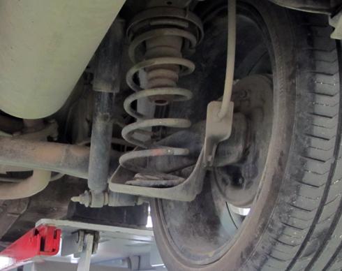 Những dấu hiệu cho thấy hư hỏng giảm xóc ô tô Ảnh 2