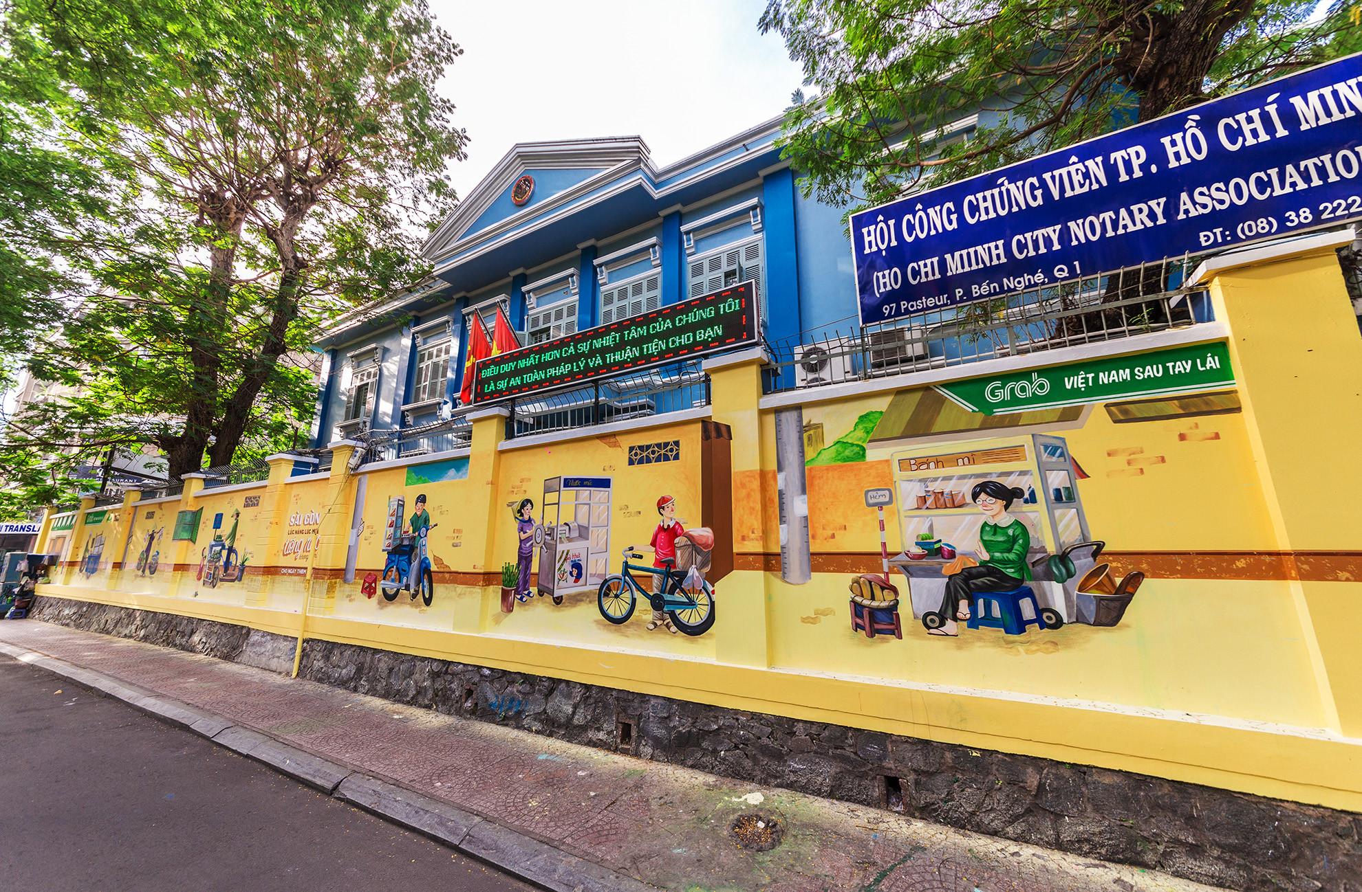 Cầu bộ hành Sài Gòn được phủ xanh, thu hút nhiều bạn trẻ Ảnh 9