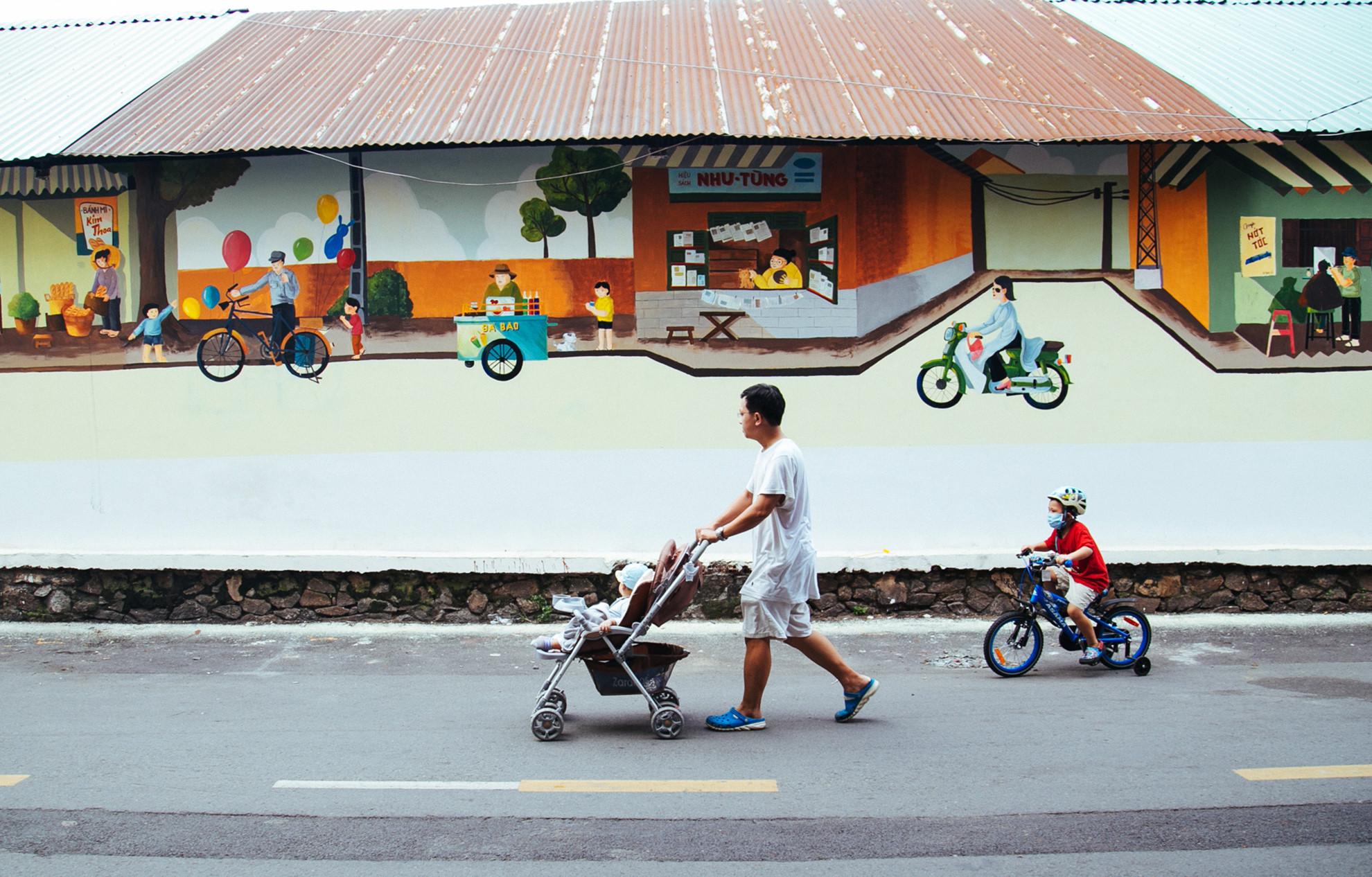 Cầu bộ hành Sài Gòn được phủ xanh, thu hút nhiều bạn trẻ Ảnh 10