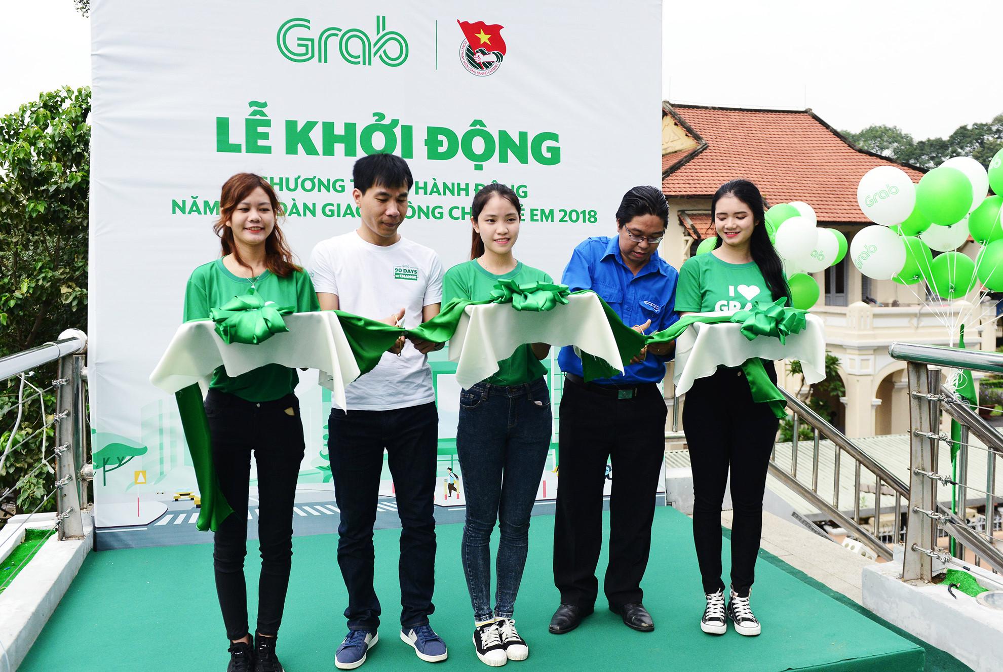 Cầu bộ hành Sài Gòn được phủ xanh, thu hút nhiều bạn trẻ Ảnh 3