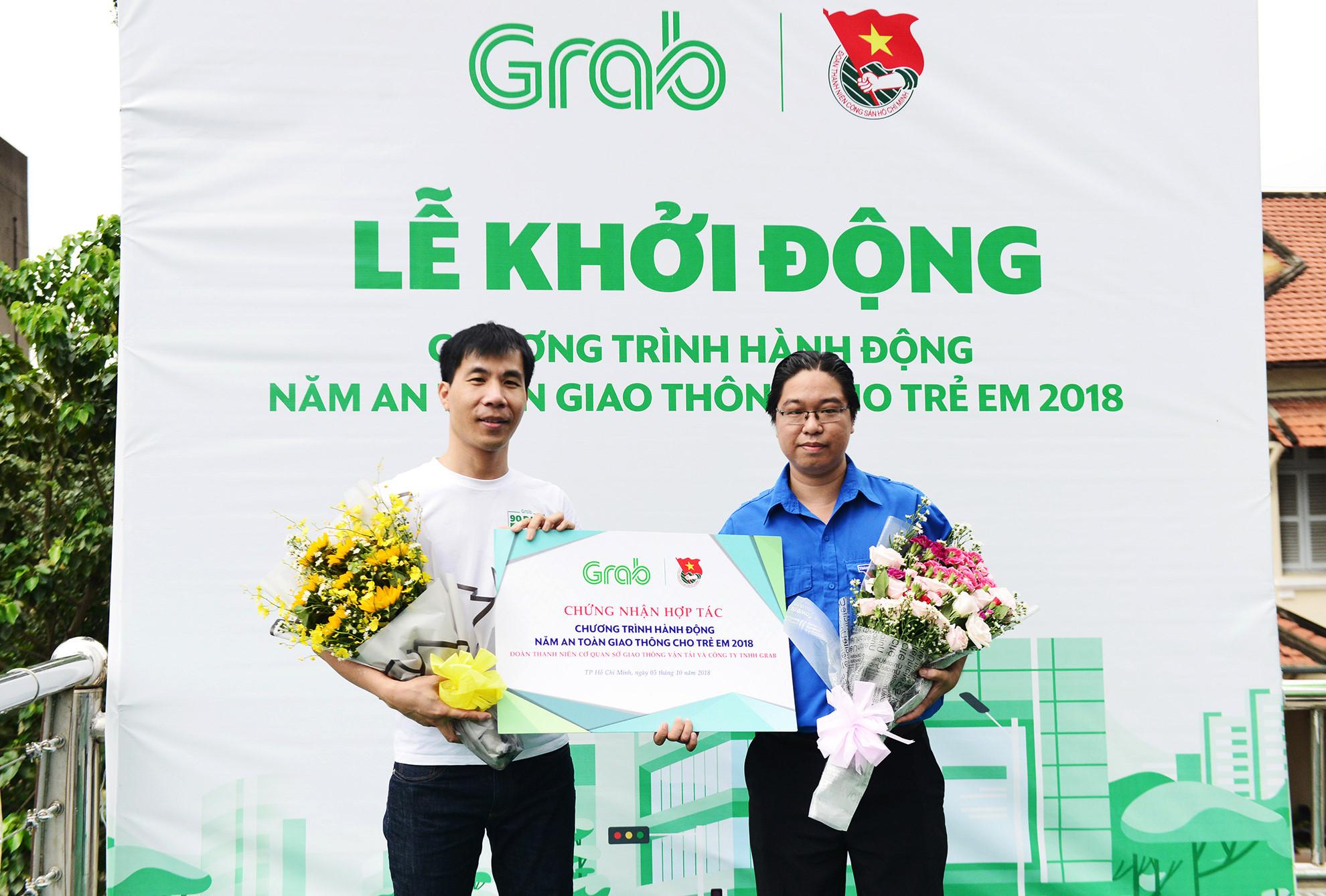 Cầu bộ hành Sài Gòn được phủ xanh, thu hút nhiều bạn trẻ Ảnh 5