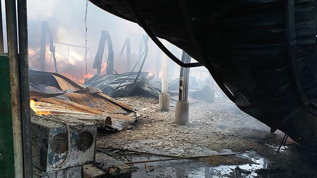 Phân xưởng đan ghế nhựa cháy ròng rã hơn hai giờ liền Ảnh 5