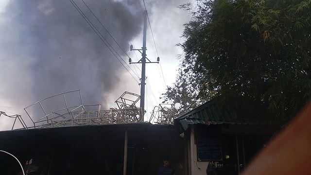 Phân xưởng đan ghế nhựa cháy ròng rã hơn hai giờ liền Ảnh 6