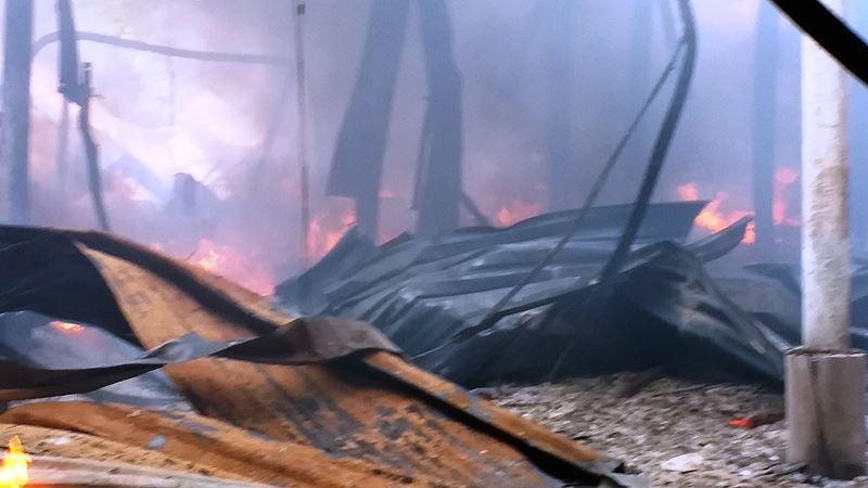 Phân xưởng đan ghế nhựa cháy ròng rã hơn hai giờ liền Ảnh 2