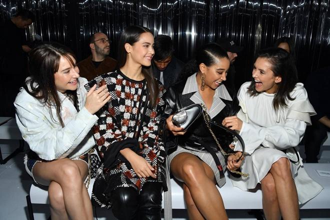 Yaya Urassaya được Vogue bình chọn là sao mặc đẹp nhất tại Louis Vuitton show Ảnh 6