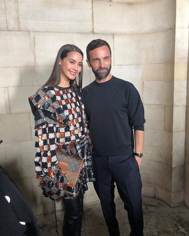 Yaya Urassaya được Vogue bình chọn là sao mặc đẹp nhất tại Louis Vuitton show Ảnh 11