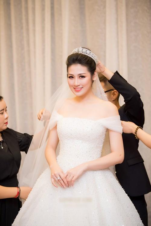 Thật đau đầu khi cân đo váy cưới của 3 cô dâu hot nhất 2018: Lan Khuê - Nhã Phương -Tú Anh Ảnh 10