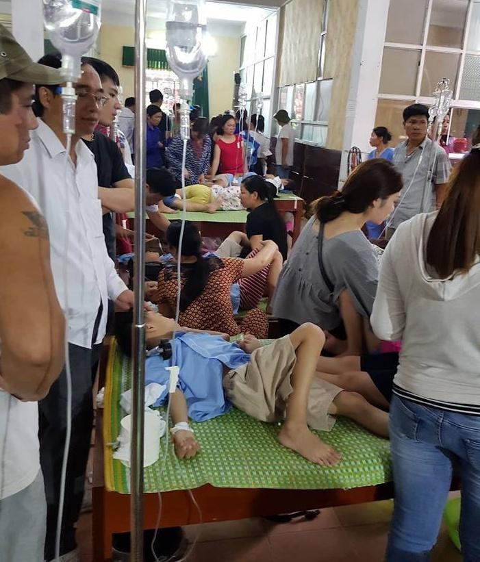 Nghi ngộ độc thực phẩm, gần 200 học sinh tiểu học nhập viện điều trị sau bữa ăn trưa Ảnh 1