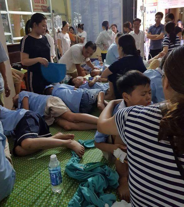Nghi ngộ độc thực phẩm, gần 200 học sinh tiểu học nhập viện điều trị sau bữa ăn trưa Ảnh 2