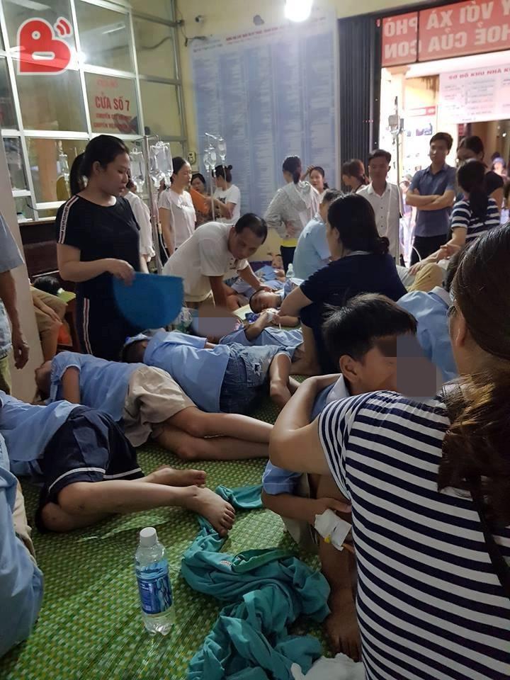 Vụ gần 200 học sinh nhập viện nghi ngộ độc thực phẩm: Công an vào cuộc điều tra niêm phong các mẫu thức ăn và nước Ảnh 1