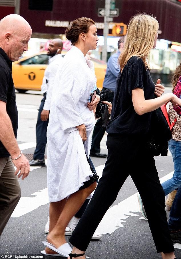 'Chân dài' Irina Shayk tất bật chuẩn bị cho buổi chụp hình ở New York Ảnh 12