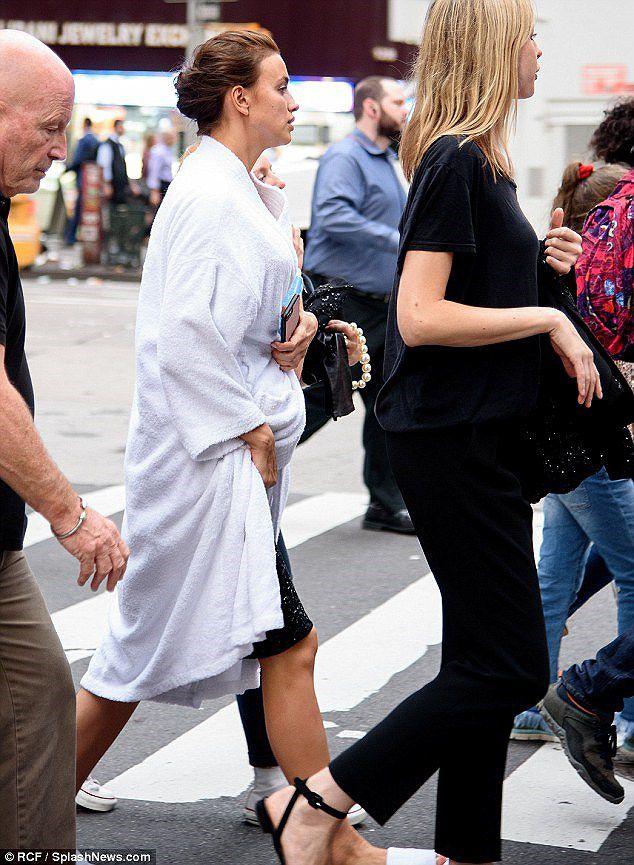 'Chân dài' Irina Shayk tất bật chuẩn bị cho buổi chụp hình ở New York Ảnh 10