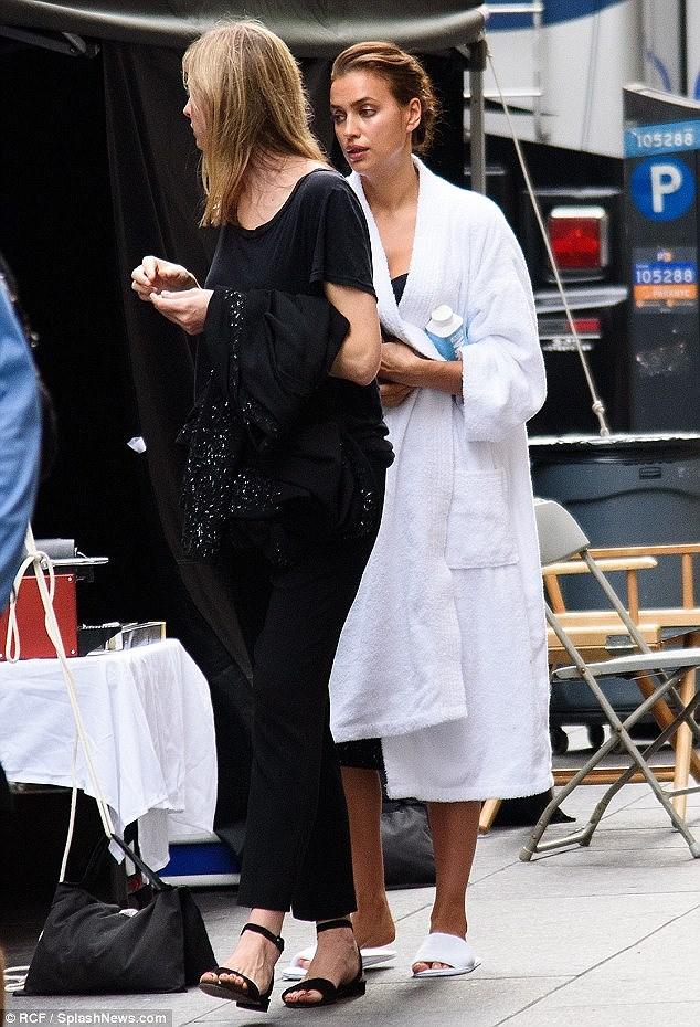 'Chân dài' Irina Shayk tất bật chuẩn bị cho buổi chụp hình ở New York Ảnh 4
