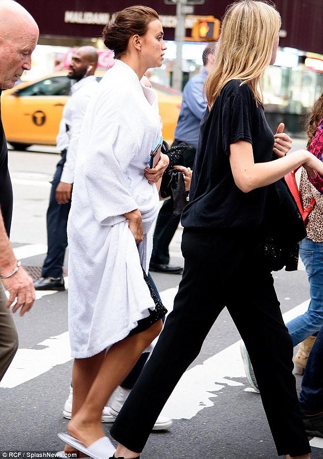 'Chân dài' Irina Shayk tất bật chuẩn bị cho buổi chụp hình ở New York Ảnh 8