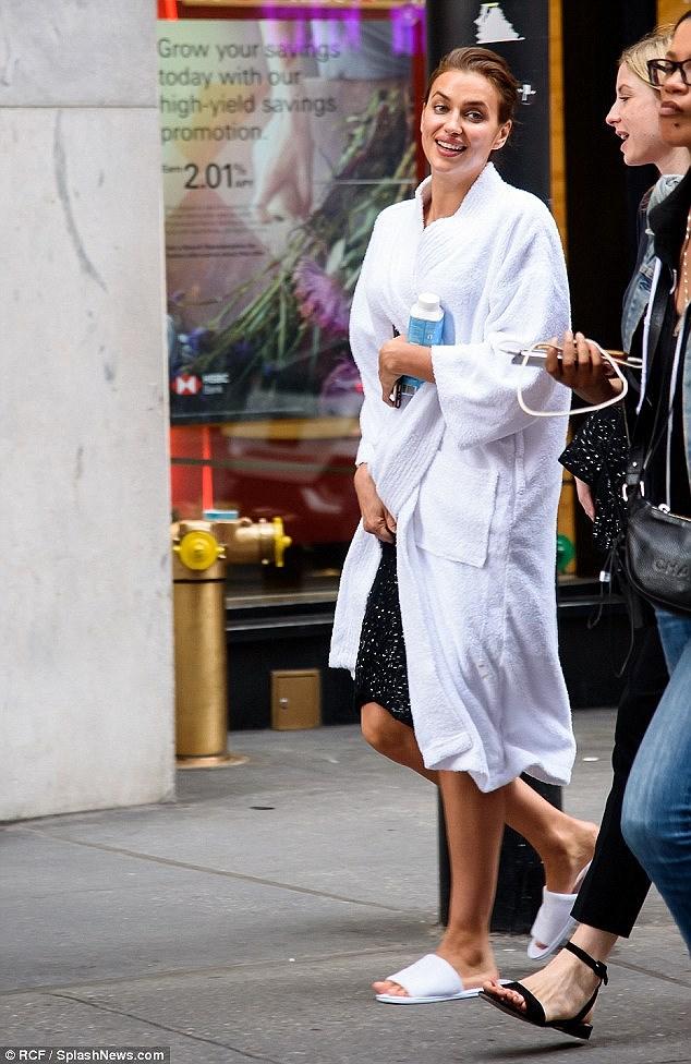 'Chân dài' Irina Shayk tất bật chuẩn bị cho buổi chụp hình ở New York Ảnh 1