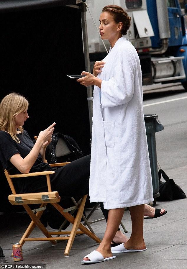 'Chân dài' Irina Shayk tất bật chuẩn bị cho buổi chụp hình ở New York Ảnh 2