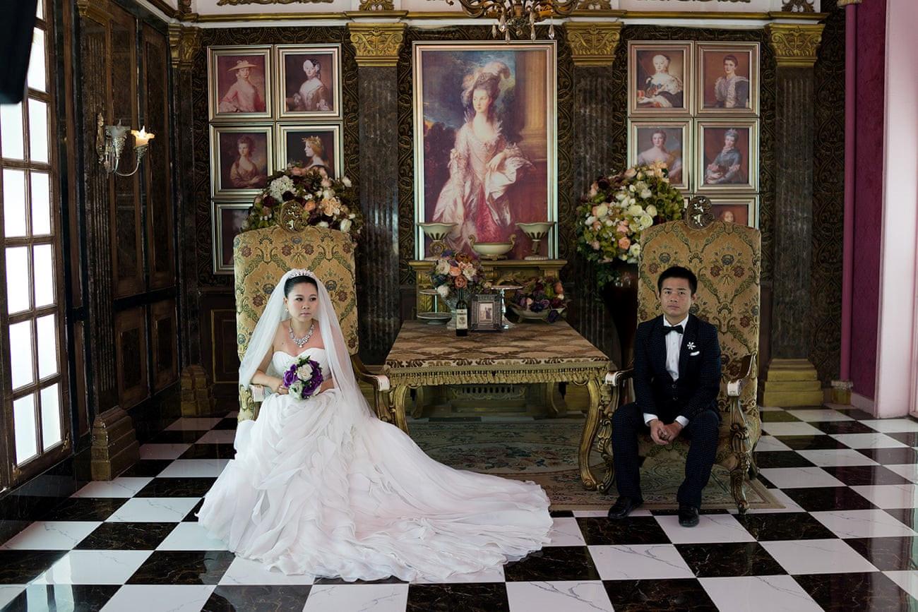 Mốt chụp ảnh cưới xa hoa và giấc mơ của các cặp đôi Trung Quốc Ảnh 5