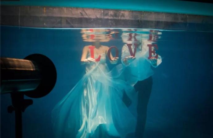 Mốt chụp ảnh cưới xa hoa và giấc mơ của các cặp đôi Trung Quốc Ảnh 7