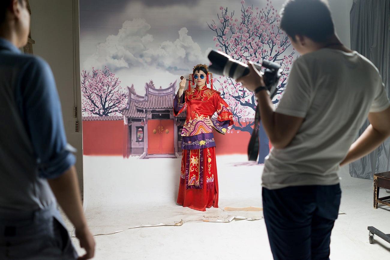 Mốt chụp ảnh cưới xa hoa và giấc mơ của các cặp đôi Trung Quốc Ảnh 8