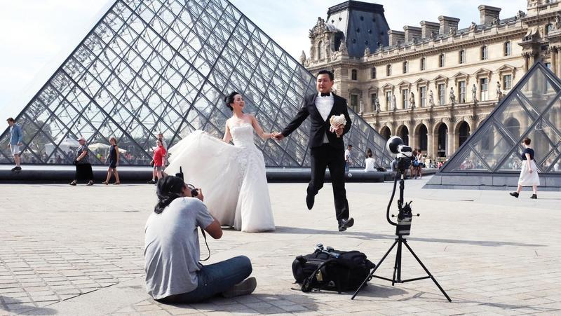 Mốt chụp ảnh cưới xa hoa và giấc mơ của các cặp đôi Trung Quốc Ảnh 2