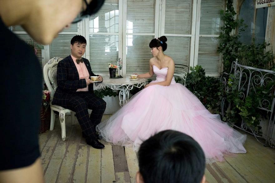 Mốt chụp ảnh cưới xa hoa và giấc mơ của các cặp đôi Trung Quốc Ảnh 4