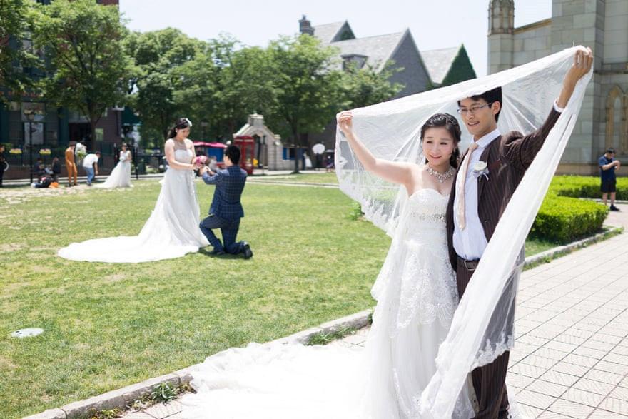 Mốt chụp ảnh cưới xa hoa và giấc mơ của các cặp đôi Trung Quốc Ảnh 3
