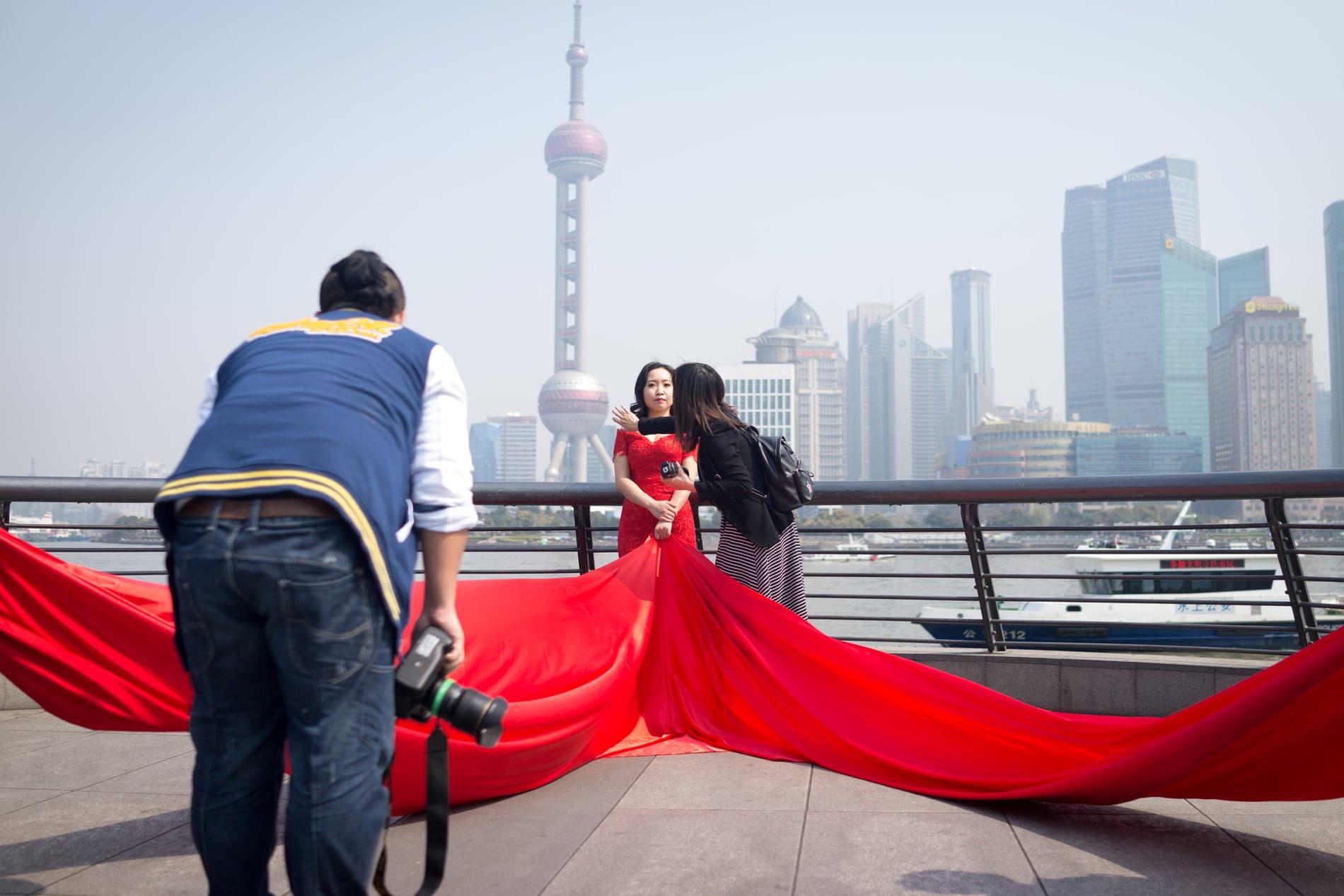 Mốt chụp ảnh cưới xa hoa và giấc mơ của các cặp đôi Trung Quốc Ảnh 1