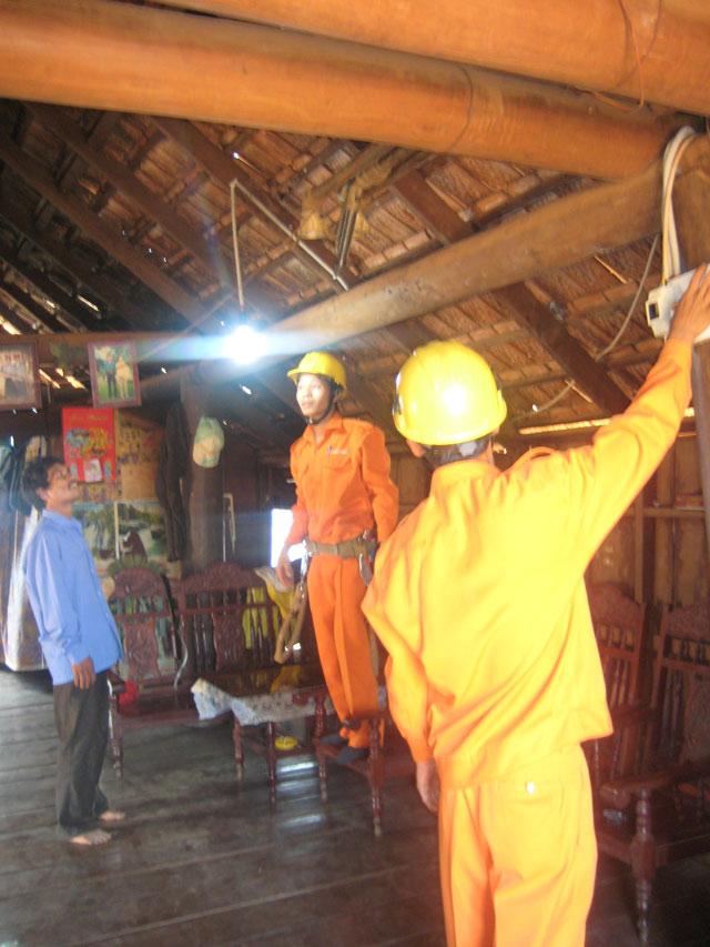 Công ty Điện lực Đắk Lắk: 42 năm thắp sáng niềm tin Ảnh 3