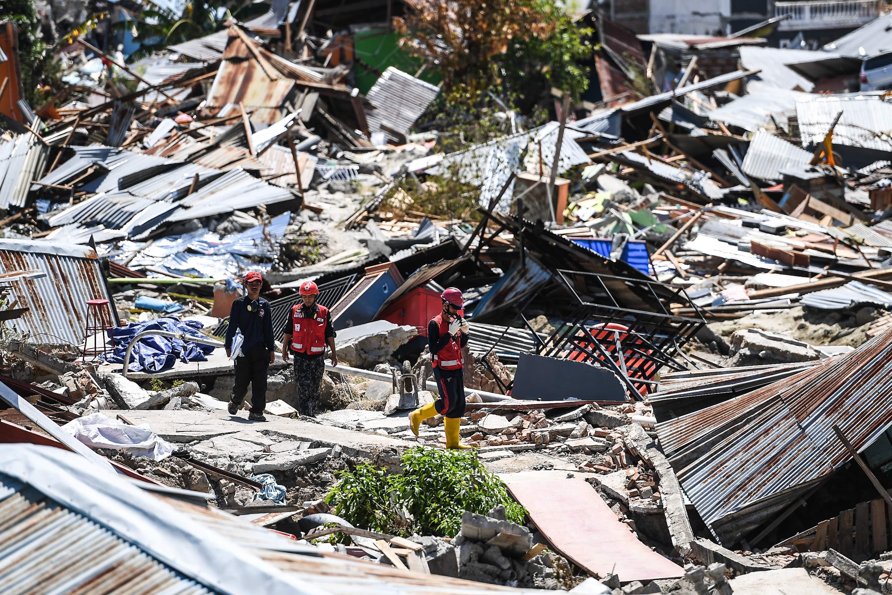 152.000 người có thể còn bị mắc kẹt dưới đống đổ nát ở Indonesia Ảnh 1