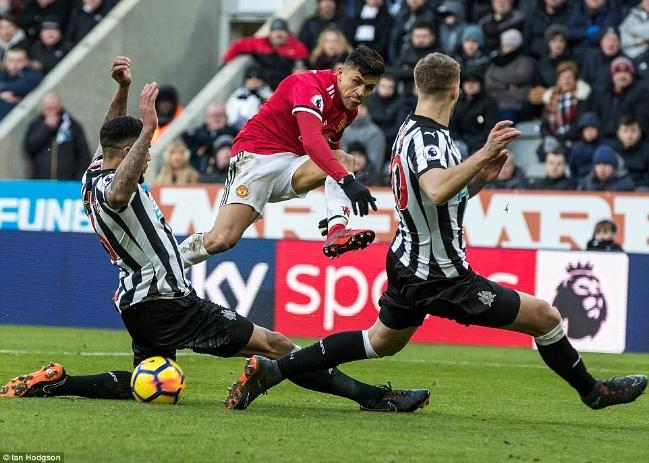 Man United - Newcastle : Rashford thay Lukaku lĩnh xướng hàng công, cứu Mourinho? Ảnh 1