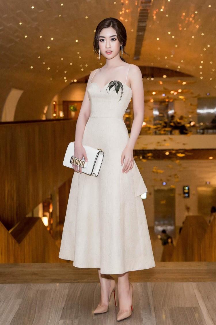 Hoa hậu Mỹ Linh nổi tiếng tiết kiệm ngày nào giờ đã có một bộ sưu tập túi hiệu rồi đây Ảnh 7