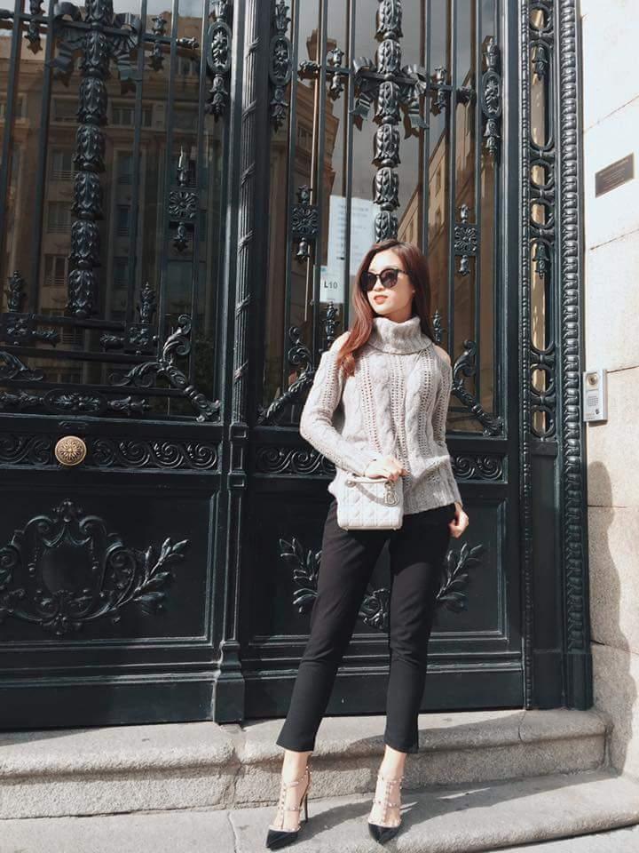 Hoa hậu Mỹ Linh nổi tiếng tiết kiệm ngày nào giờ đã có một bộ sưu tập túi hiệu rồi đây Ảnh 1
