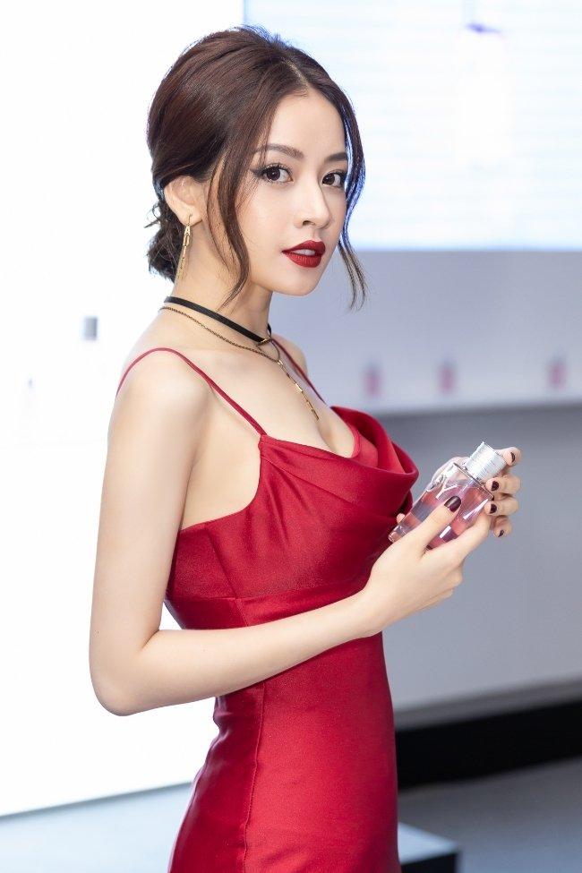 Mặc váy sexy, Chi Pu gọi mình là đóa hoa hồng xinh tươi Ảnh 3