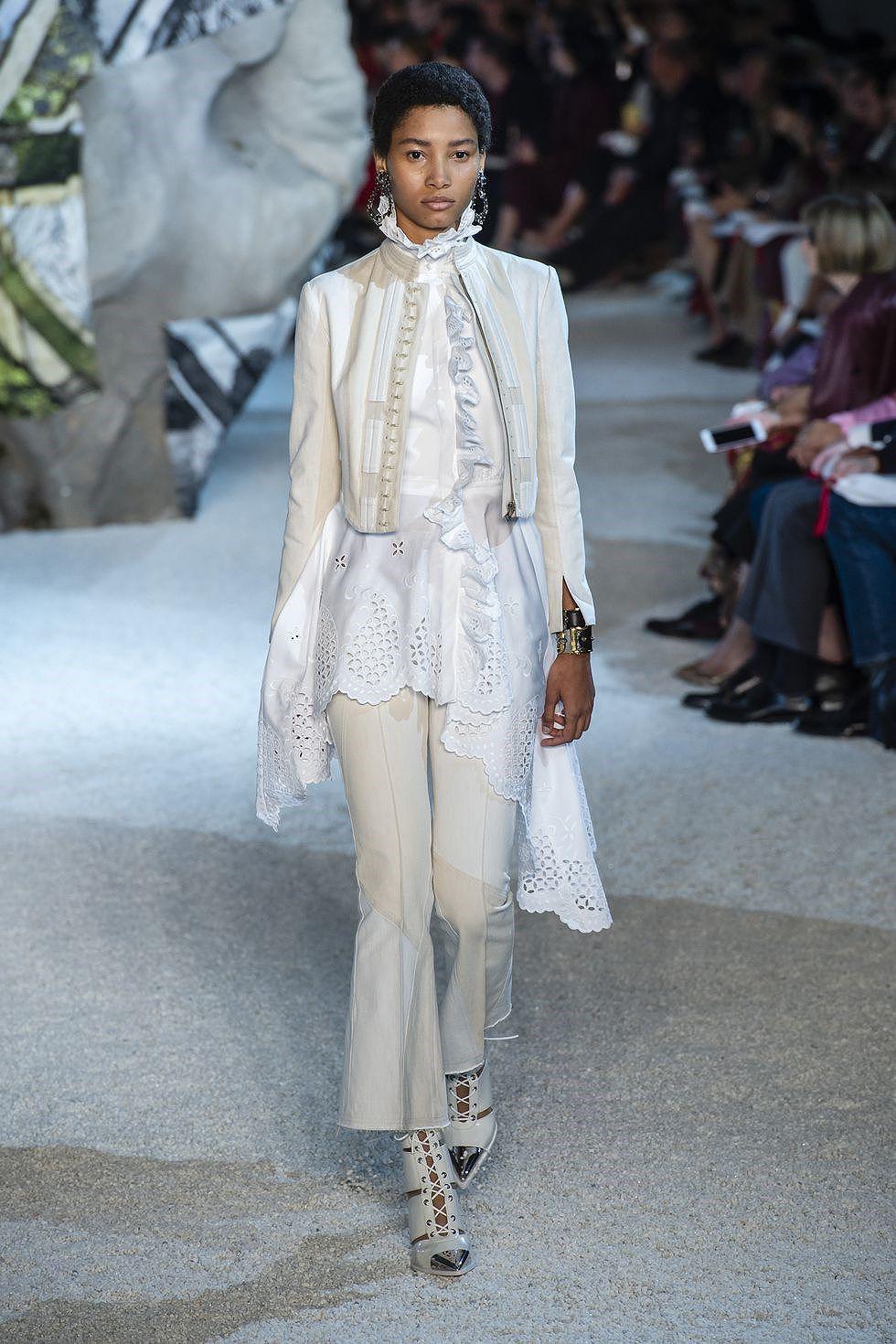 Chiêm ngưỡng những BST nổi bật nhất Tuần lễ thời trang Paris 2019 Ảnh 9