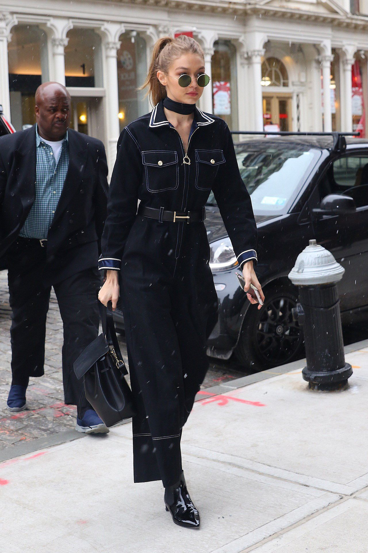 Nàng mẫu Gigi Hadid cuốn hút với gu thời trang kín đáo thời thượng Ảnh 7