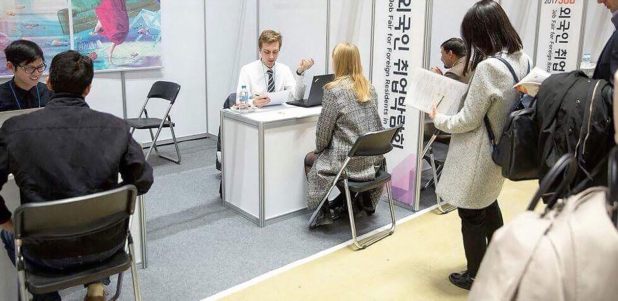 Đến hội chợ tìm việc ở xứ Hàn Ảnh 1