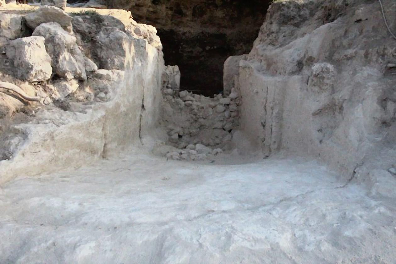 Hy Lạp phát hiện mộ cổ hơn 3.500 năm tuổi Ảnh 1