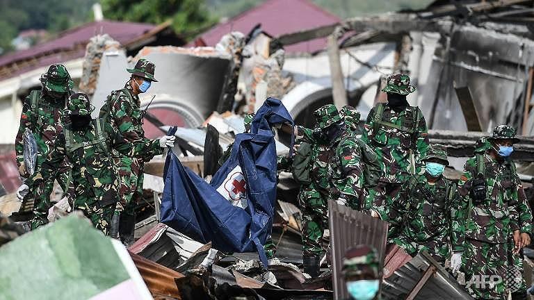 Tìm thấy thêm thi thể sau thảm họa Indonesia, bệnh dịch có thể bùng phát Ảnh 1