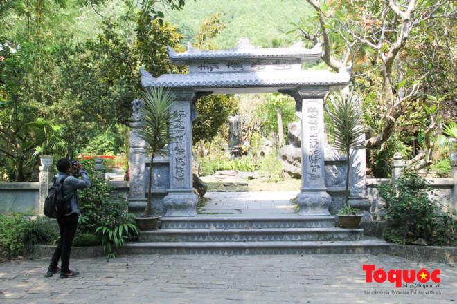 Khám phá ngôi chùa nằm trong lòng núi đẹp như 'tiên cảnh' ở Cố đô Huế Ảnh 1
