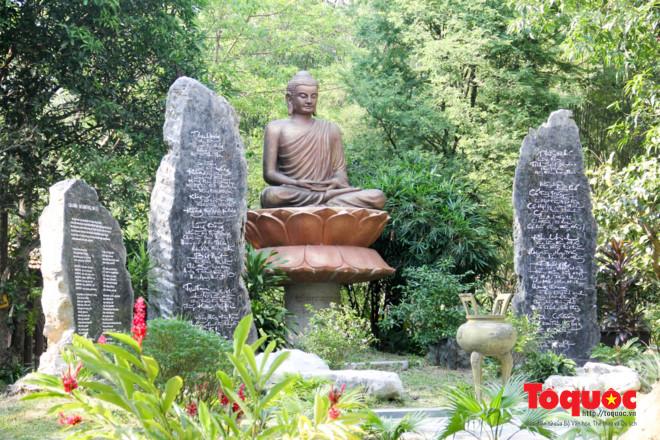 Khám phá ngôi chùa nằm trong lòng núi đẹp như 'tiên cảnh' ở Cố đô Huế Ảnh 7