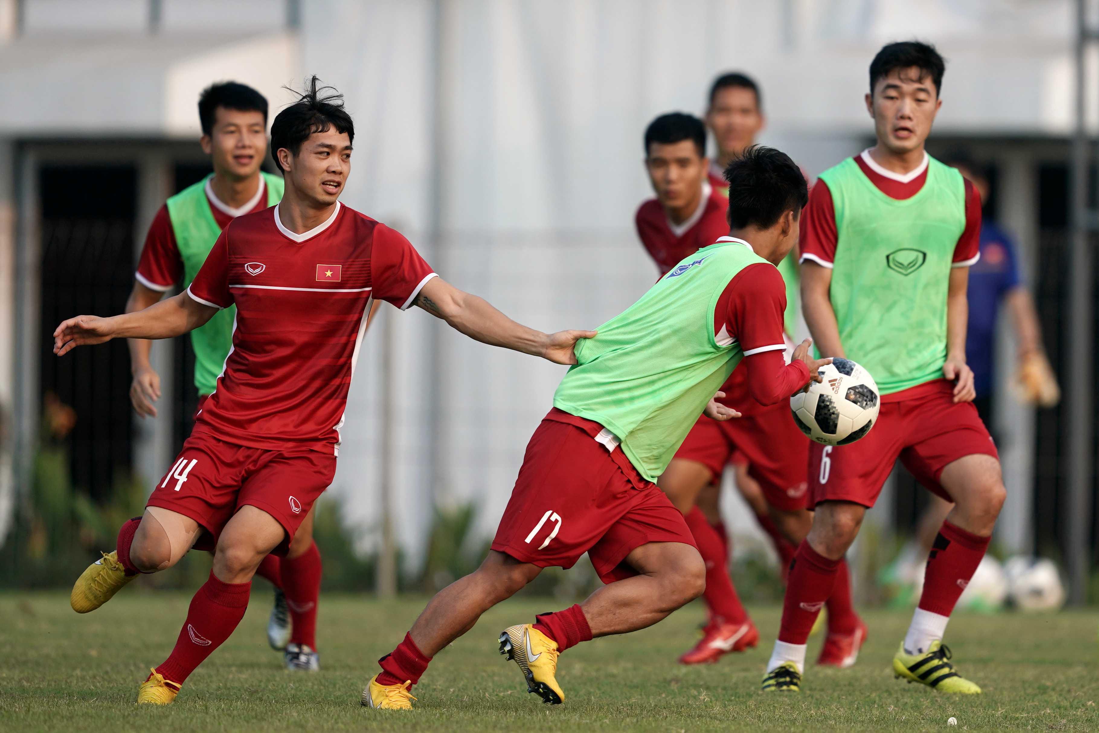 Văn Thanh chia tay AFF Cup, thầy Park lo sốt vó Ảnh 3