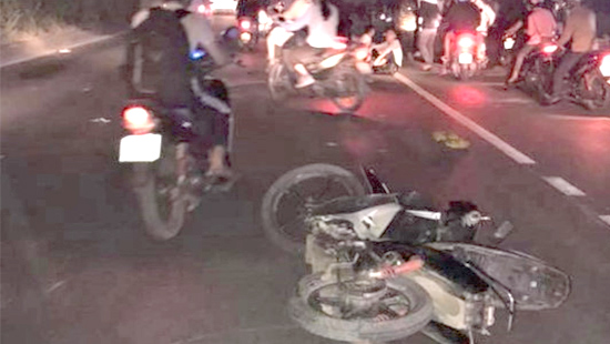 Va chạm xe máy liên hoàn, một phụ nữ mang bầu tử vong Ảnh 1