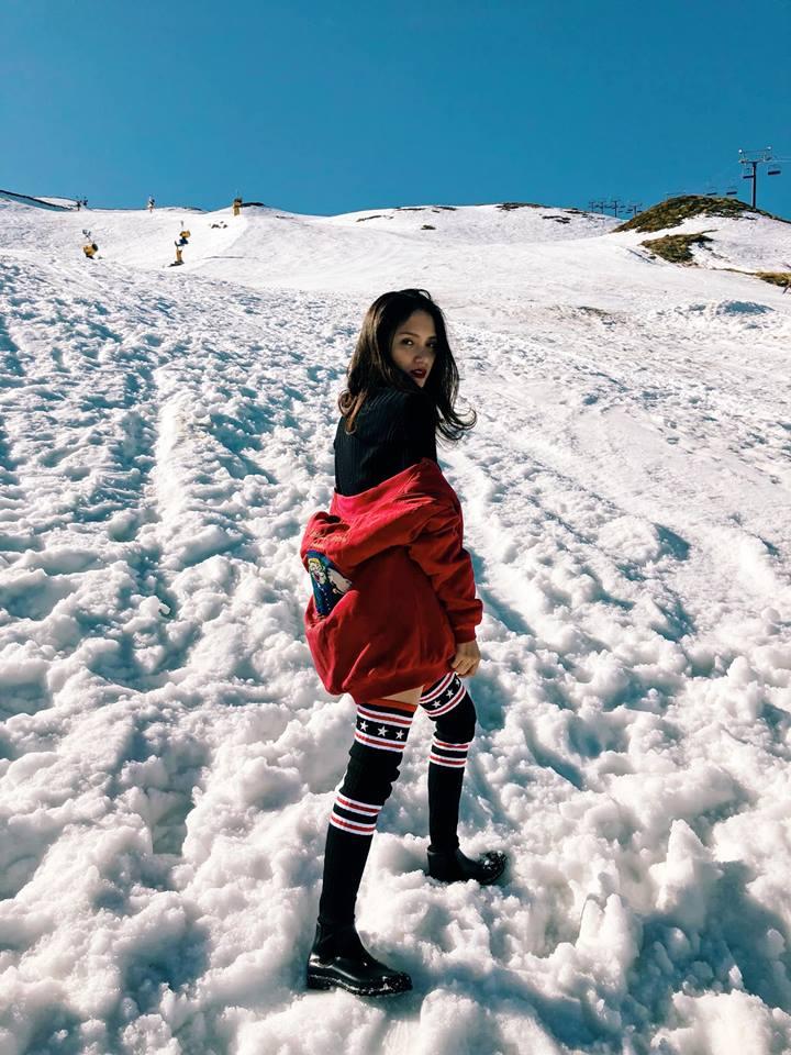 Hương Giang mặc quần siêu ngắn khoe chân dài miên man giữa trời tuyết trắng xóa Ảnh 4