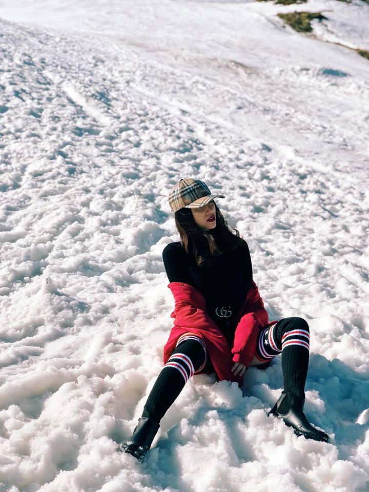 Hương Giang mặc quần siêu ngắn khoe chân dài miên man giữa trời tuyết trắng xóa Ảnh 5