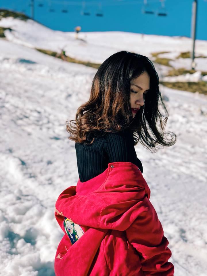 Hương Giang mặc quần siêu ngắn khoe chân dài miên man giữa trời tuyết trắng xóa Ảnh 7
